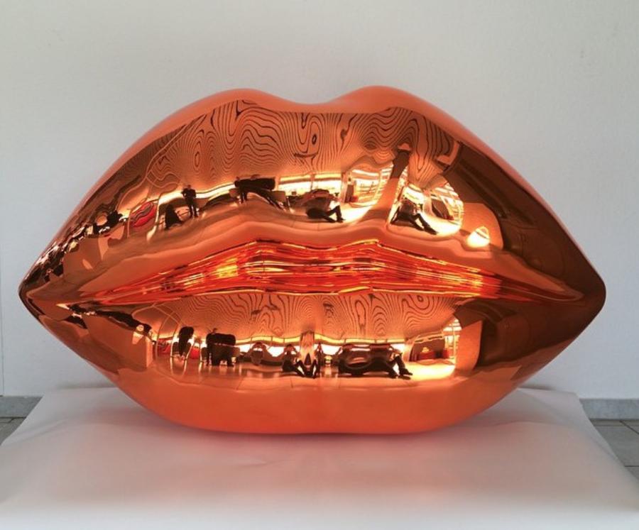 Niclas Castello – The Kiss ( Shiny Orange)